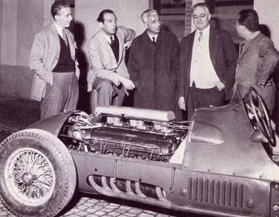 Lampredi, secondo da sinistra, con Luigi Villoresi, Ferrari e Alberto Ascari