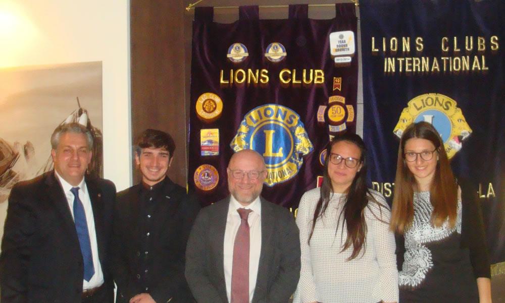 Da sinistra: Presidente Lions Club Livorno Host Duccio Cecchetti – Simone Parigi – Sindaco di Livorno Filippo Nogarin – Giorgia Pietrini – Valentina Orsini